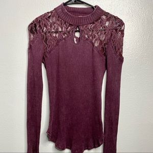 FREE PEOPLE LACE KEYHOLE THERMO BLOUSE
